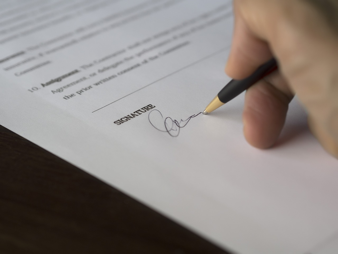 Why Should You Hire A Lawyer To Draft Commercial Contract?